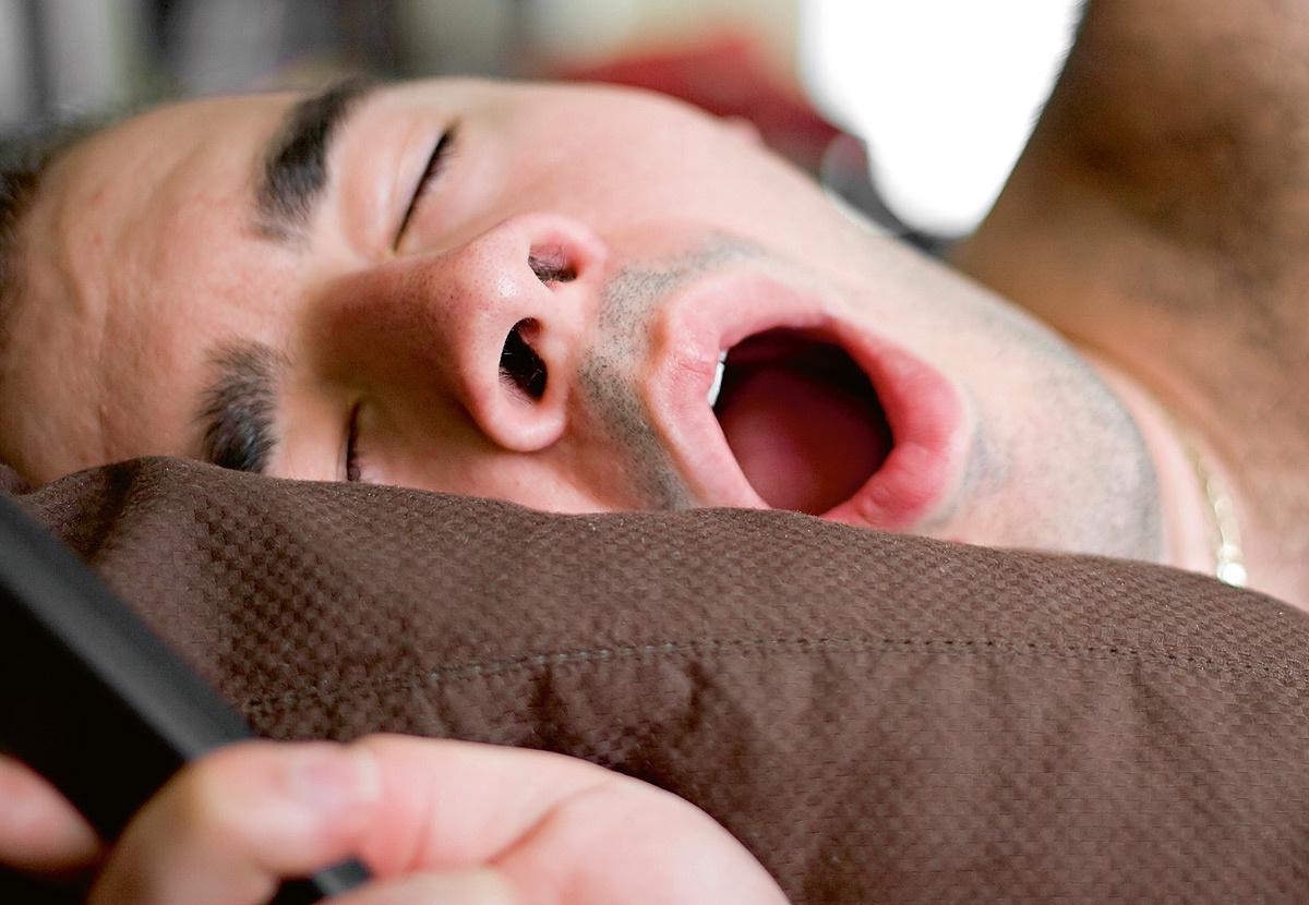 Почему появляется храп во время сна?