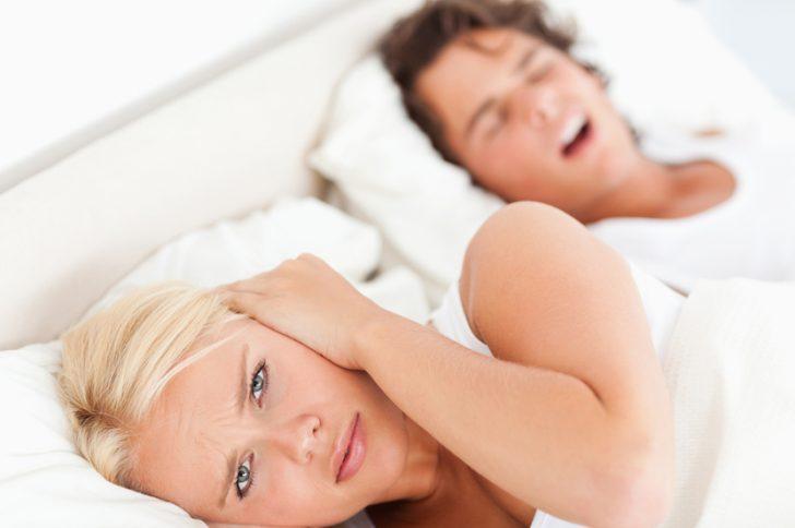 Как избавиться от храпа во сне народными средствами