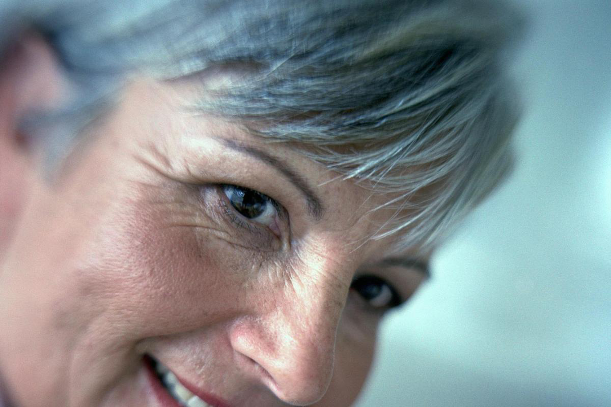 Седые волосы: причины появления