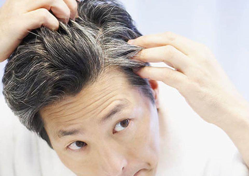 Почему седеют волосы и как предотвратить этот процесс?