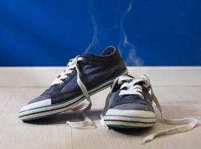 Сильно пахнут ноги и обувь: что делать?