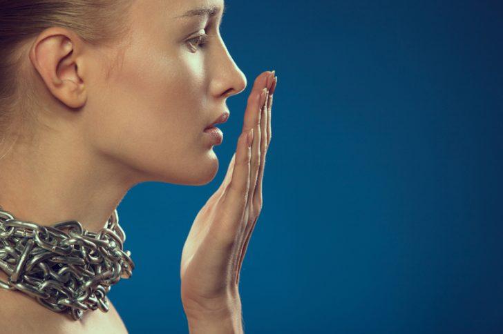 Неприятный запах изо рта из-за болезней желудка: как избавиться?