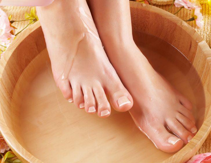 Приготовление уксусной ванночки при грибковом поражении стопы