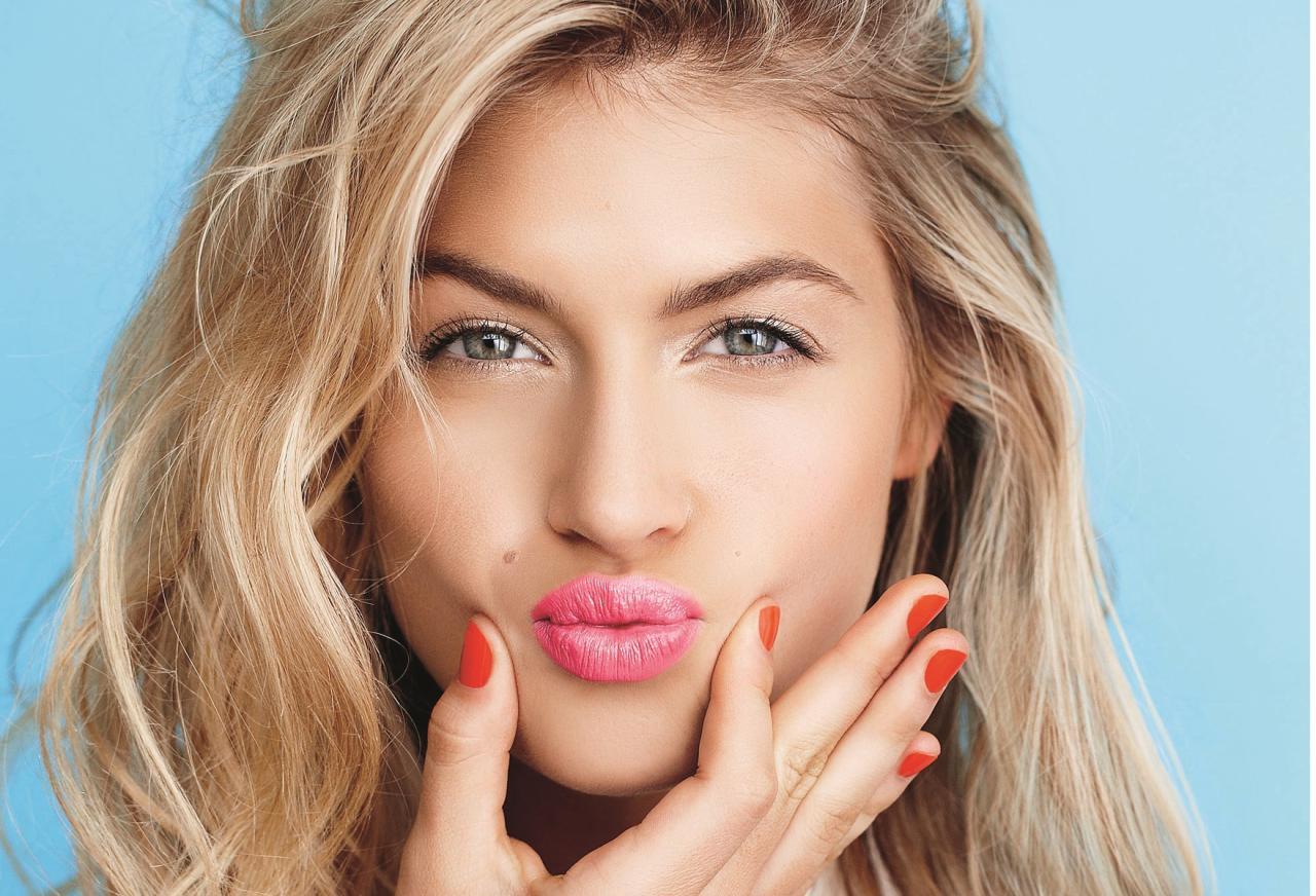 Чем полезна зарядка для губ?