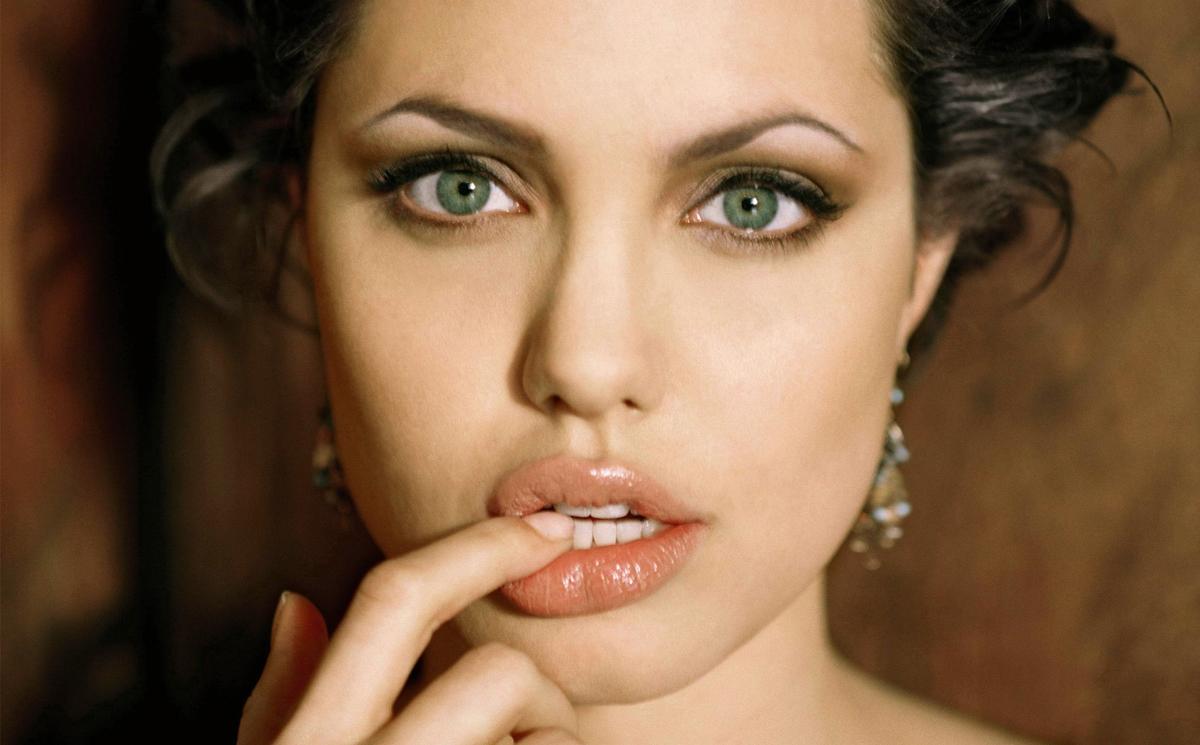 Пухлые губы: увеличение стаканом!