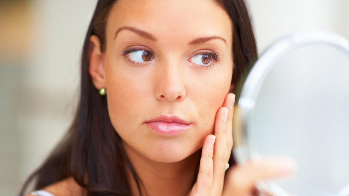 Бородавки на лице: причины возникновения