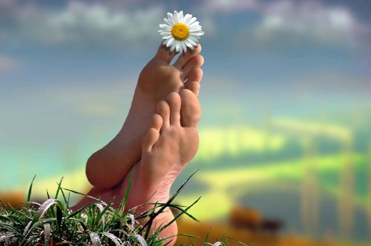 Как избавиться от запаха ног уксусом?