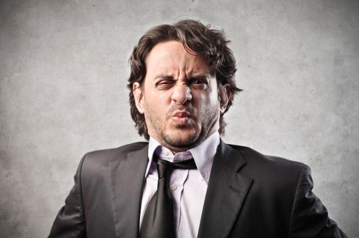 Причина неприятного запаха изо рта у взрослого человека