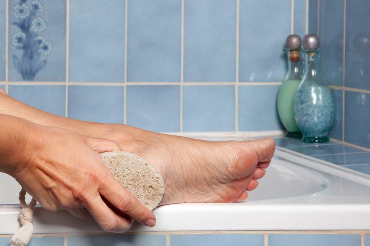 Неприятный запах от грибка ног?