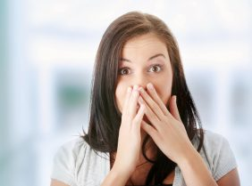 Гнилостный запах изо рта: причины и лечение