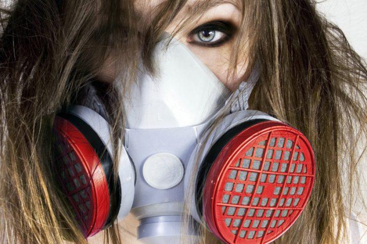 Тухлый запах изо рта: причины и лечение