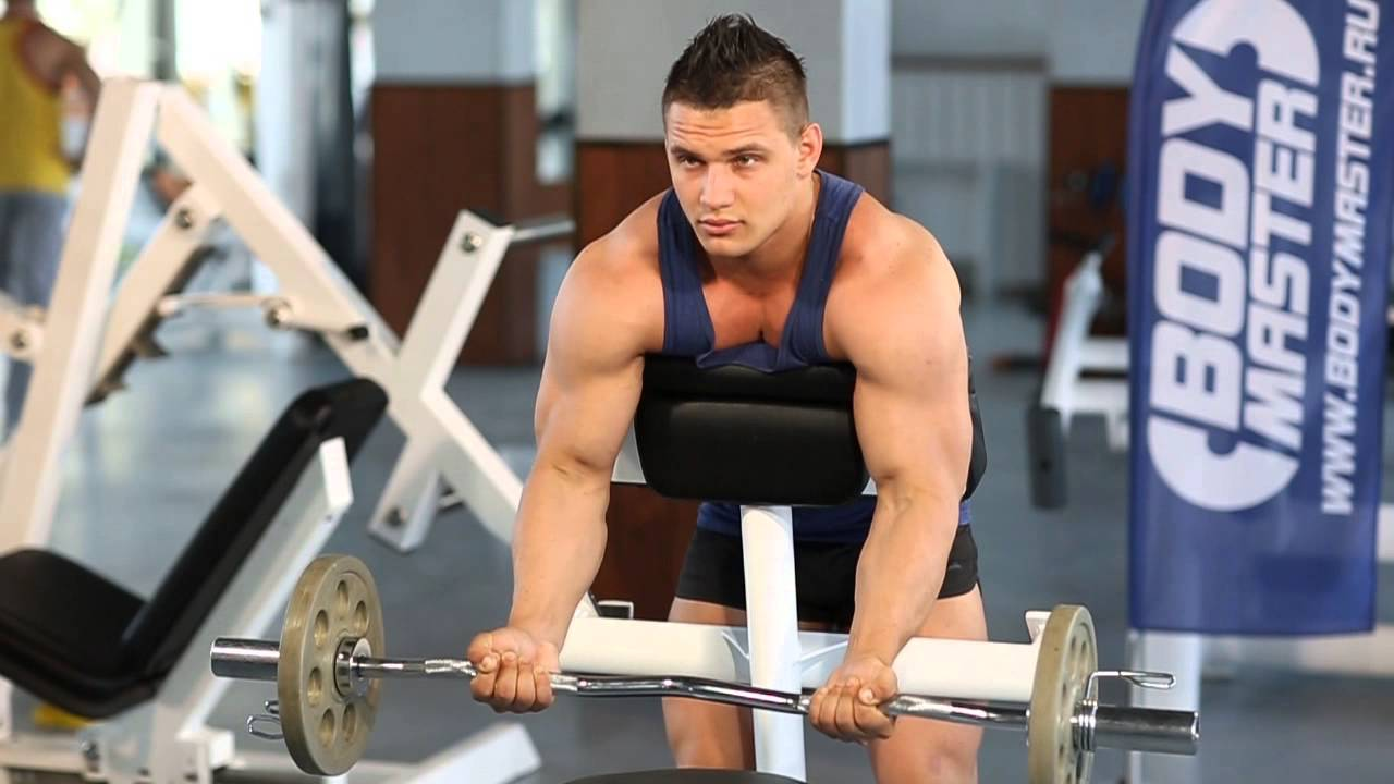 Какие упражнения в тренажерном зале помогают накачать бицепсы?