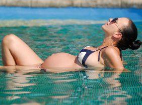 Можно ли загорать беременным на солнце?