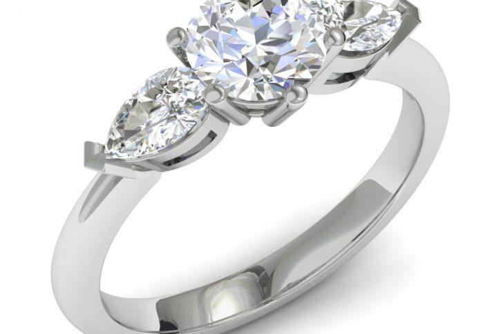 Кольцо с бриллиантом — лучший подарок любимой женщине
