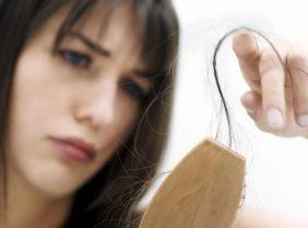 Особенности лечения облысения у женщин – аптечные препараты и народные рецепты
