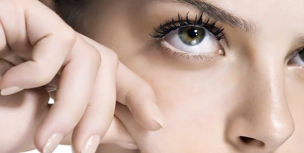 Ниацинамид в косметике: что это такое и где его найти