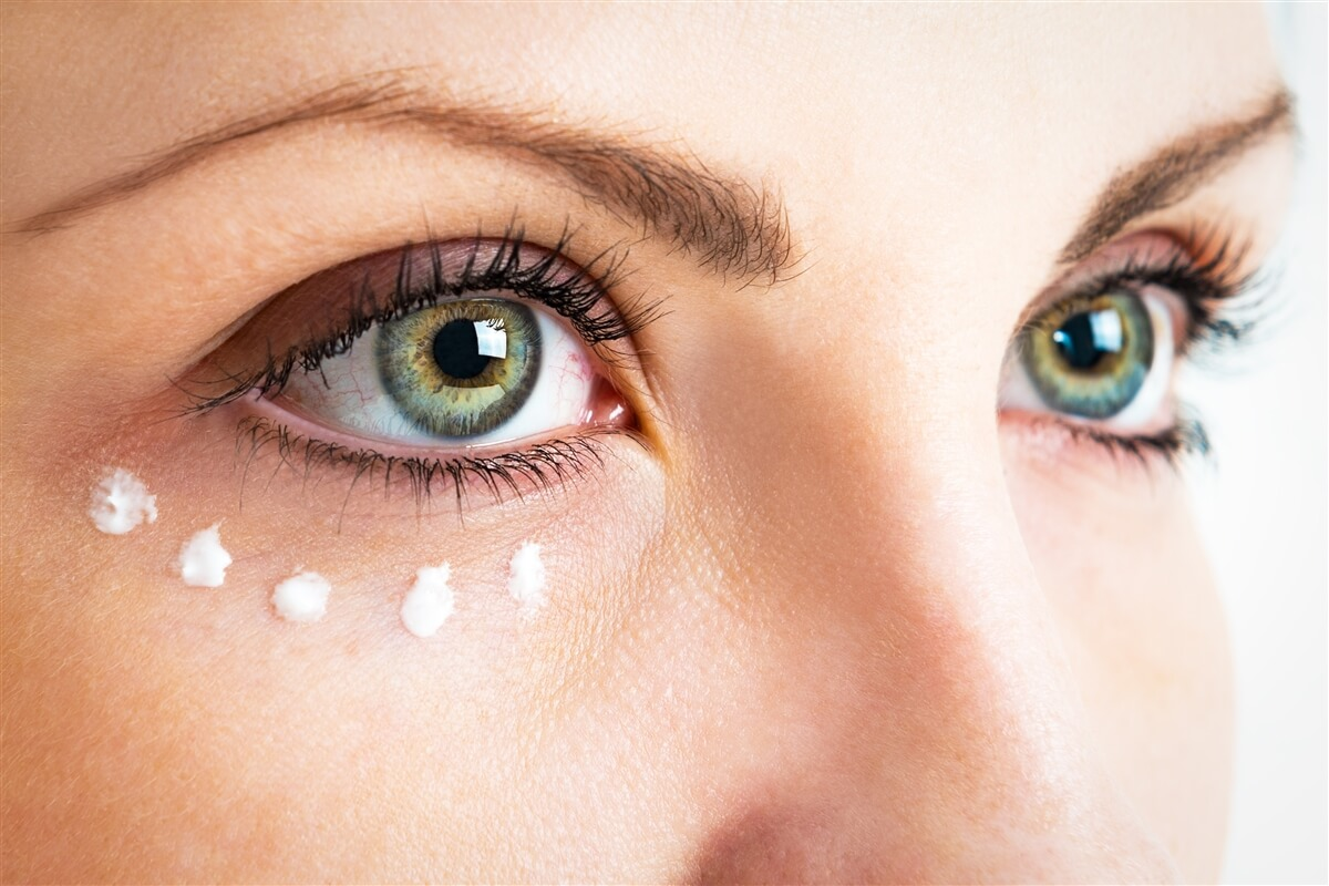 Почему появляются мимические морщины вокруг глаз