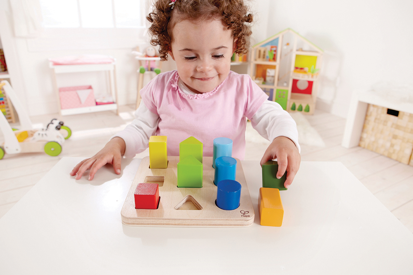Какие игрушки положительно сказываются на развитии ребенка данного возраста?