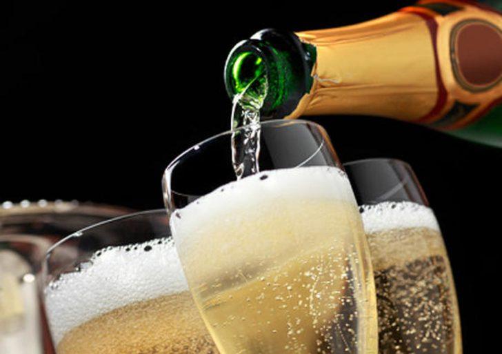 Шампанское тоже алкоголь