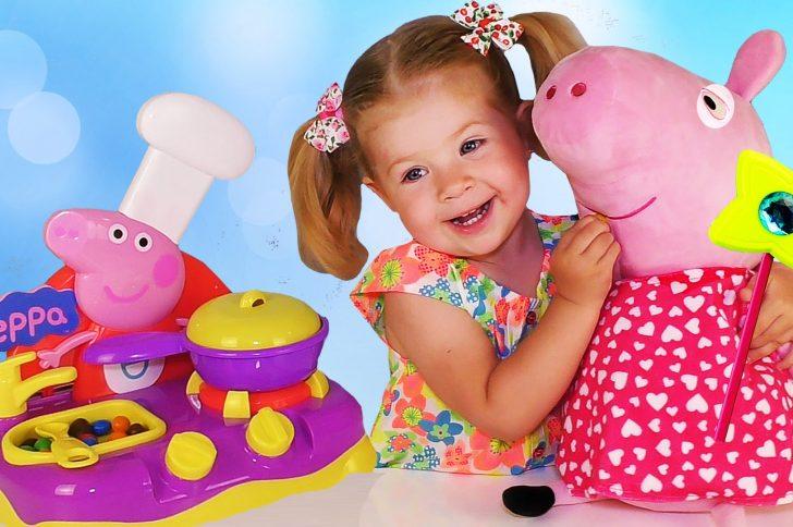 Что подарить ребенку, увлекающемуся мультипликационными приключениями Свинки Пеппы?