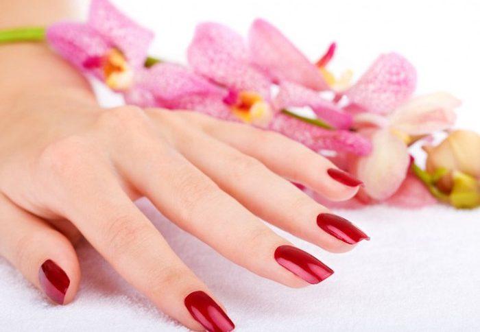 Как защитить лак на ногтях от сколов?