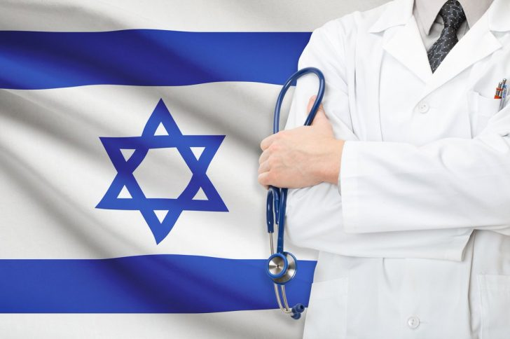Доктор Аркадий Бессантин и его израильские коллеги провели необычную хирургическую операцию