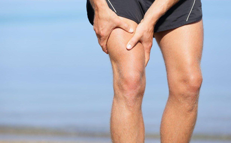 Что делать если свело ногу в бедре: причины судорог