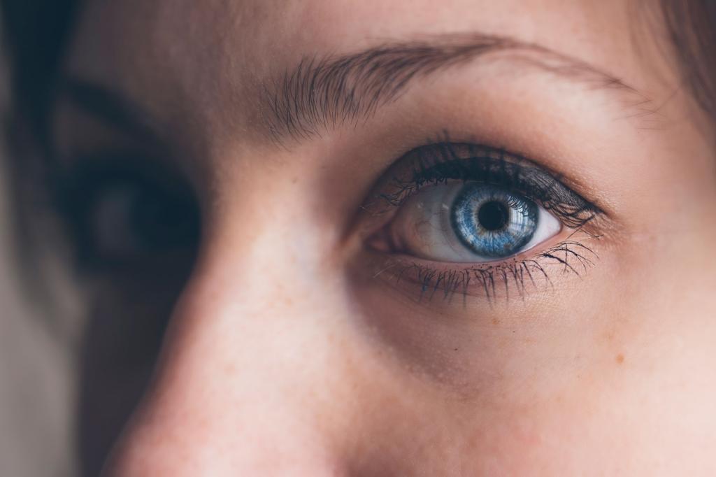 Пятна на веках глаз причины