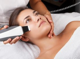 Ультразвуковая чистка лица: особенности, противопоказания и преимущества