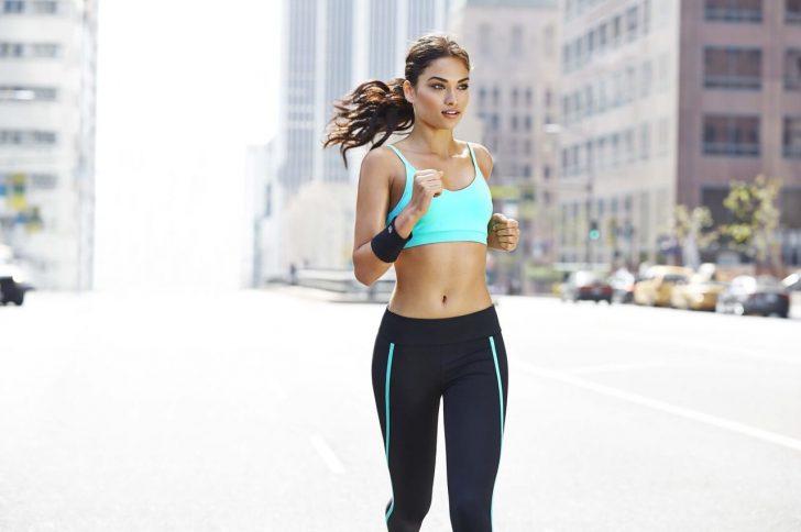 Как подобрать модный и комфортный женский спортивный костюм