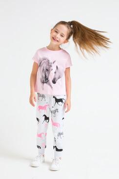 цвет одежды для девочки