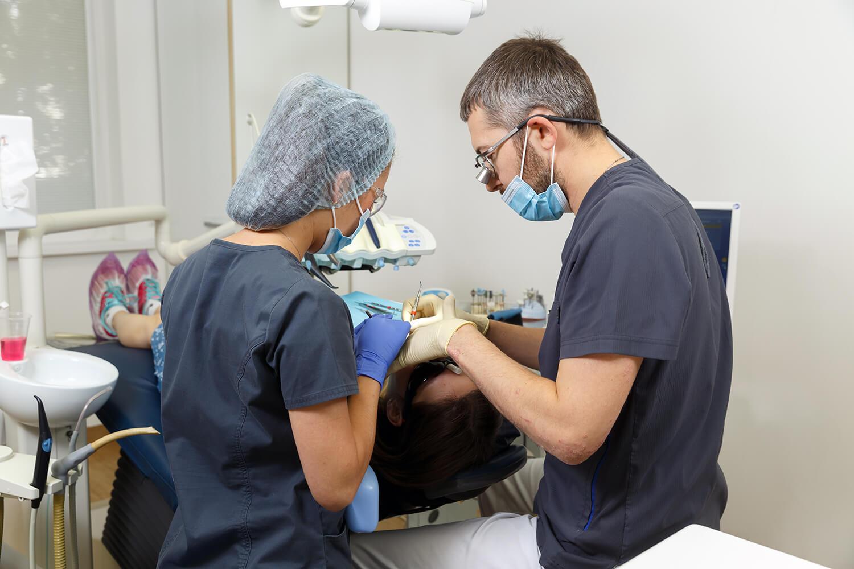стоимость внутренних брекетов на зубы