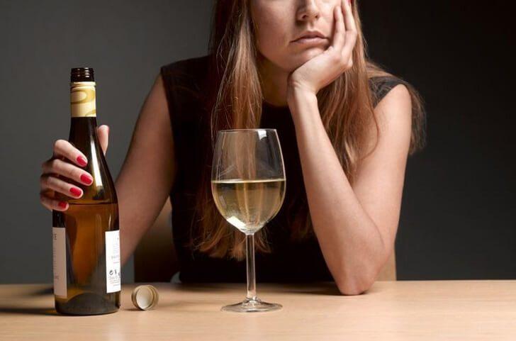 3 стадии психологической деградации при женском алкоголизме